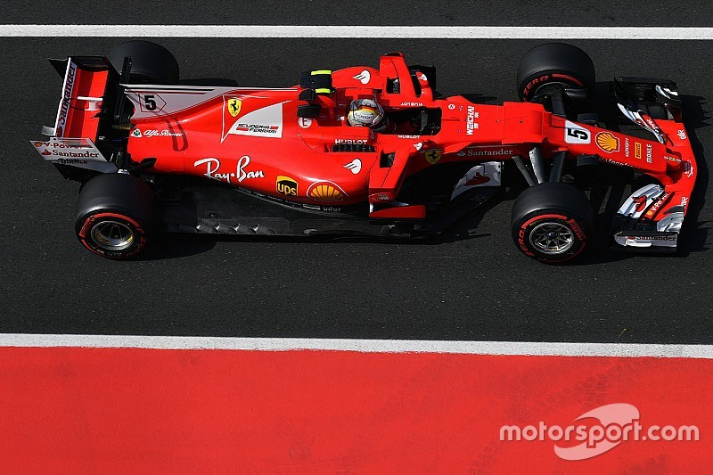 """Vettel, Mercedes'i """"tüm pistlerde"""" yenmeyi istiyor"""