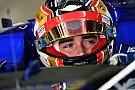 Формула 1 Леклер показал тизер нового шлема для Ф1