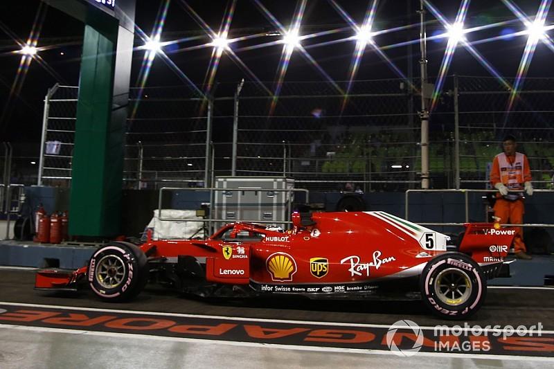 Videón, ahogy Vettel odavágja a Ferrarit Szingapúrban