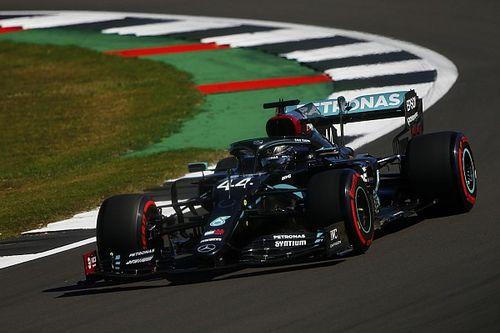 Hamilton topt vrijdagse trainingen op Silverstone, Verstappen P4