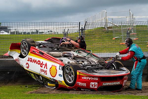 Supercars Новость Претендент на титул в Supercars перевернулся во время гонки