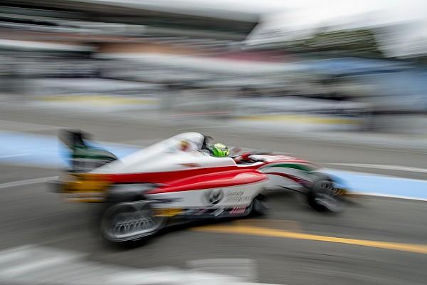 Schumacher İtalya F4 şampiyonluğunu Siebert'a kaptırdı