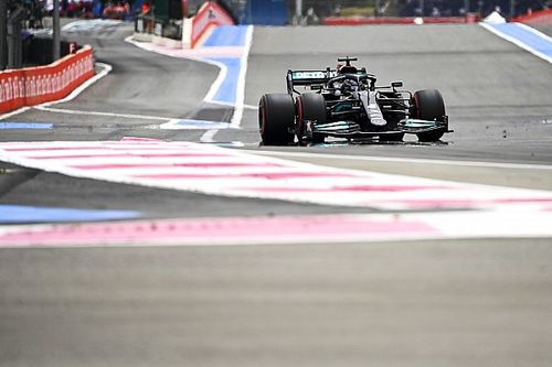 """Hamilton prijst Red Bull: """"Ze zijn verder naar voren gekomen dan wij"""""""
