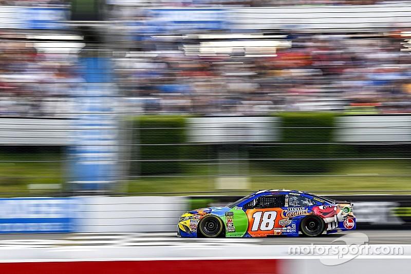 NASCAR Cup Series: Kyle Busch menang di tengah insiden besar akhir balapan