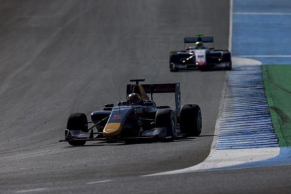 GP3 Важливі новини Карі втратив подіум через зіткнення з юніором Red Bull
