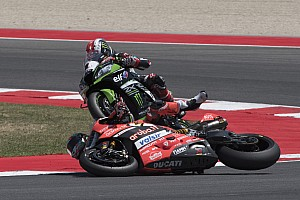 World Superbike BRÉKING Davies mégis törést szenvedett, mikor áthajtott rajta a társa