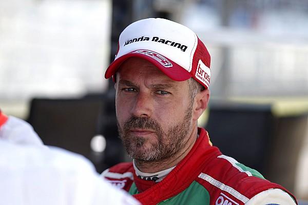WTCC Nieuws Monteiro afgevoerd naar ziekenhuis na crash Barcelona