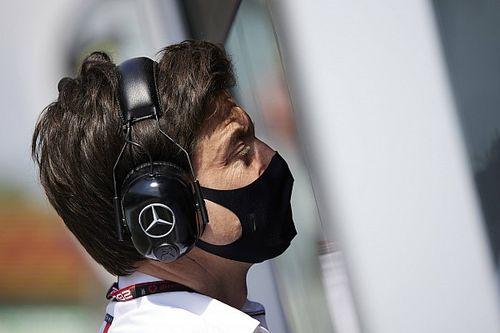 """Wolff: """"Red Bull'un planı, Mercedes için olumlu olabilir"""""""