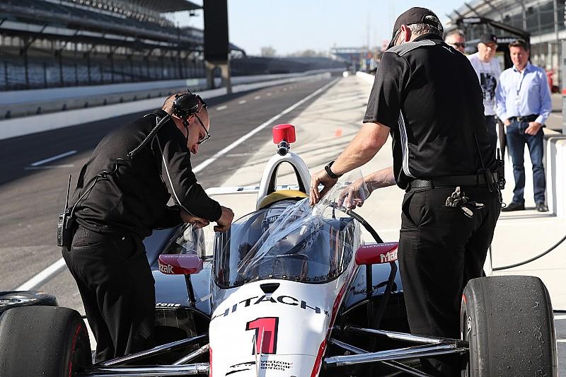 Newgarden probó auto con parabrisas en IndyCar