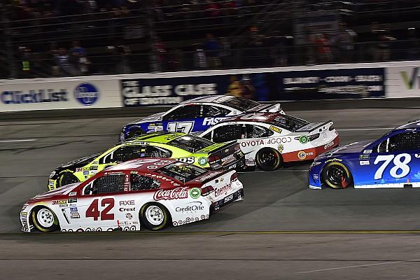 NASCAR Cup Kyle Larson gana en Richmond con final caótico; Suárez termina en quinto