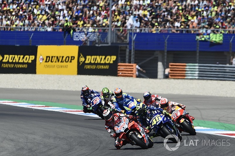 "Lorenzo: ""Very lucky"" nobody crashed after Rossi hit"