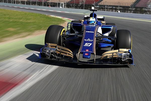 Видео: машина Формулы 1 нового сезона впервые выехала на трассу