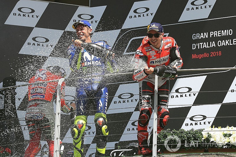 "Rossi: ""Stupid"" to count Lorenzo out of title fight"
