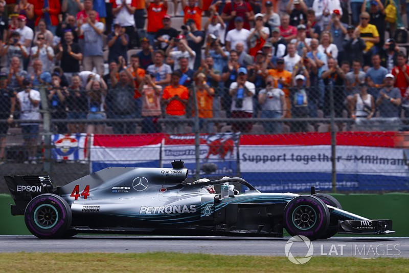 Mercedes pidió a Hamilton sacar cinco segundos de ventaja por posible penalización