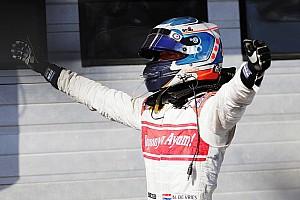 """FIA F2 Nieuws De Vries prijst team na podiumplek in Hongarije: """"We blijven erin geloven"""""""