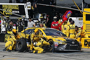 NASCAR Cup Breaking news Two-tire call upends Matt Kenseth's chance at victory at NHMS