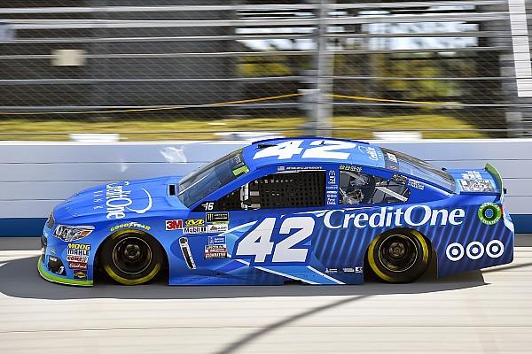 NASCAR Cup Kyle Larson se queda con la Etapa  2 tras vencer a Truex y Elliott