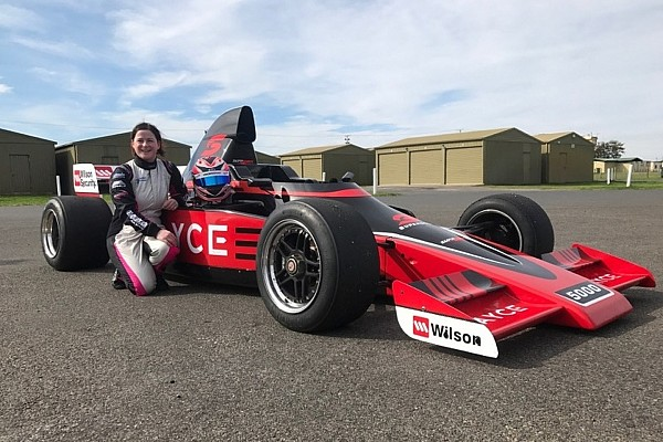Other open wheel Leanne Tander to drive Super5000 car at Sandown