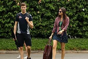 Namorada de Kvyat, Kelly Piquet anuncia gravidez por redes sociais