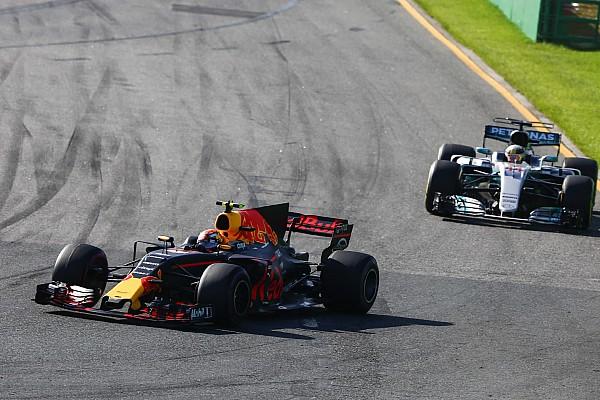 Hamilton pitstop lebih awal karena kesulitan dengan ban