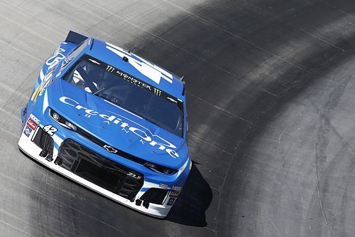 Kyle Larson out-duels Chase Elliott for Stage 1 win at Bristol