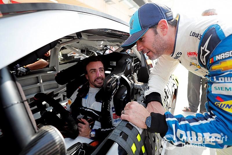 Fotogallery: ecco Alonso sulla Chevrolet NASCAR e Johnson sulla McLaren di F1