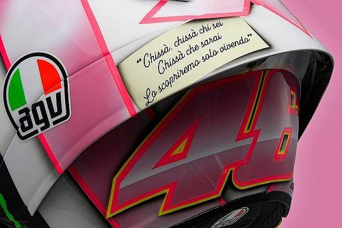 GALERÍA: El casco de Rossi dedicado a su futura hija