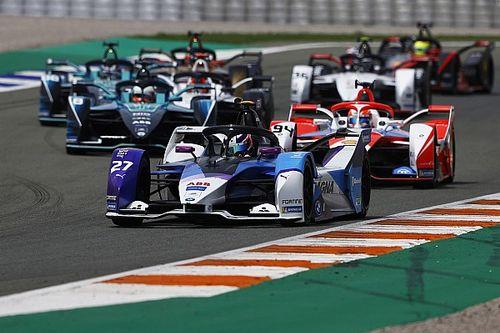 Деннис на BMW выиграл воскресную гонку Формулы Е, лидируя от старта до финиша