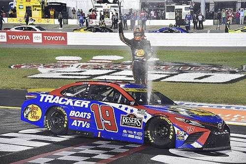 Richmond NASCAR: Truex overcomes start penalty to take victory