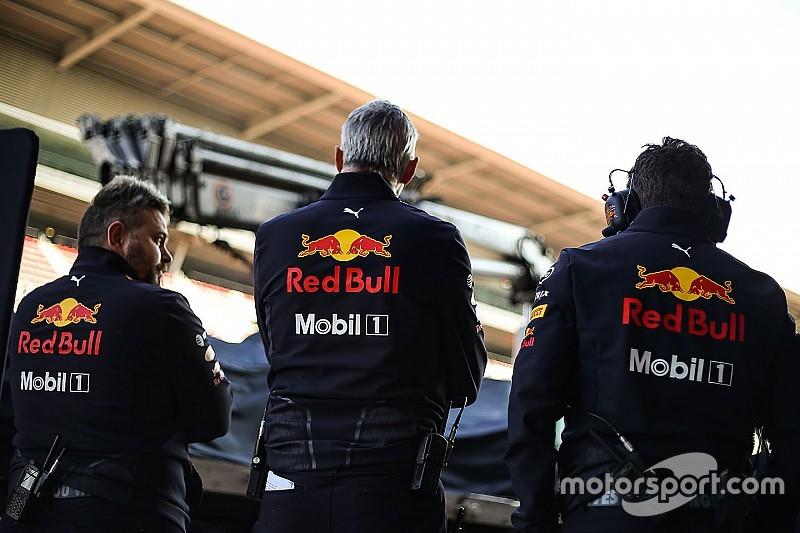 A Honda nyugalomra int, még nem érték utol a Ferrarit és a Mercedest