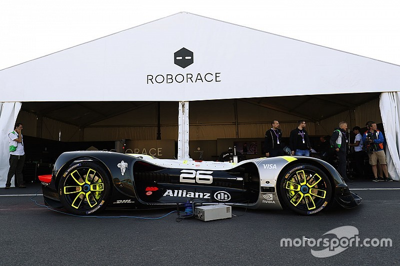 Roborace car completes first public run at Paris ePrix