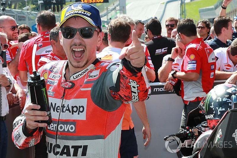 Lorenzo venció a Márquez en un gran mano a mano en Austria