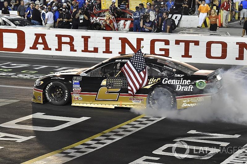 NASCAR in Darlington: Larson dominiert - Keselowski siegt