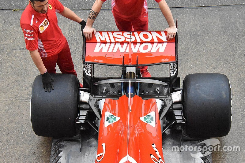 Új padlólemez és első fékborítás a Ferrarin