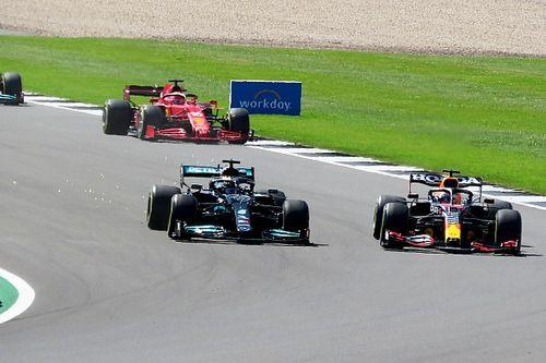 """Hamilton over actie bij Verstappen: """"Zou het precies zo weer doen"""""""