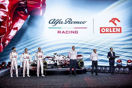 """Vasseur: """"Ferrari'nin güç ünitesi farkı bir yılda kapanmayacak"""""""