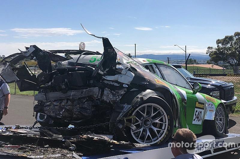 Fotogallery: ecco com'era ridotta la Porsche 911 di Tim Pappas dopo l'incidente a Bathurst