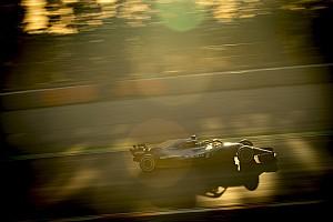 533 körnél jár a Mercedes, a McLaren az utolsó