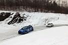 Une Ford Focus RS et une Subaru Impreza s'affrontent