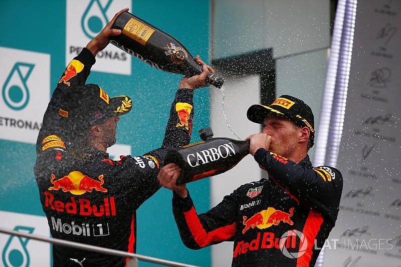 Látványos onboard Verstappen pezsgőzéséről