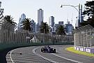 Формула 1 Команди та пілоти дивляться на небо Мельбурна