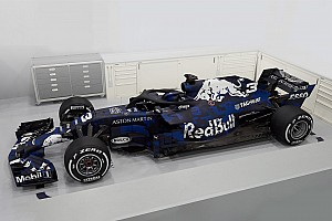 Red Bull toont nieuwe Formule 1-auto Verstappen en Ricciardo