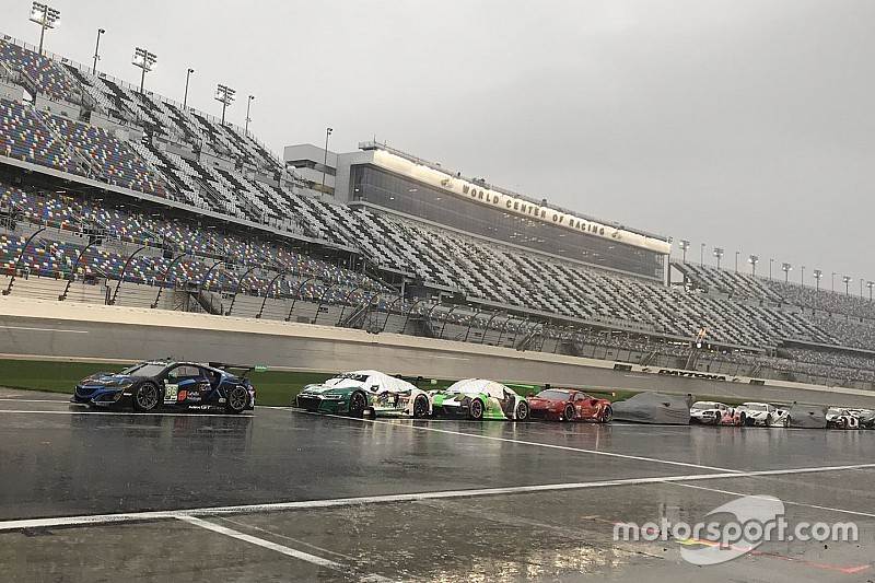 Rolex 24: Race resumes after lengthy red flag period
