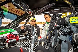 Ріккардо проїхався на Nissan серії Supercars