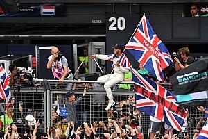 Formula 1 Özel Haber Fotoğrafın ardındaki hikaye: Kral Lewis halkıyla birlikte