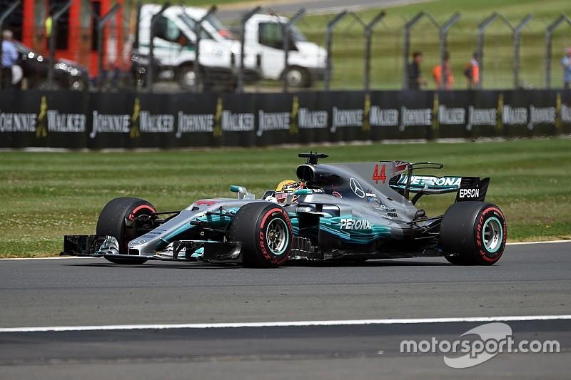 Hamilton domina corrida na Inglaterra com drama para Vettel