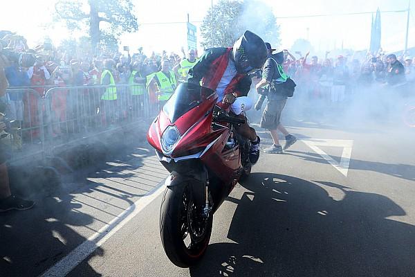 Фотогалерея: Хемілтон на мотоциклі MV Agusta на Гран Прі Італії
