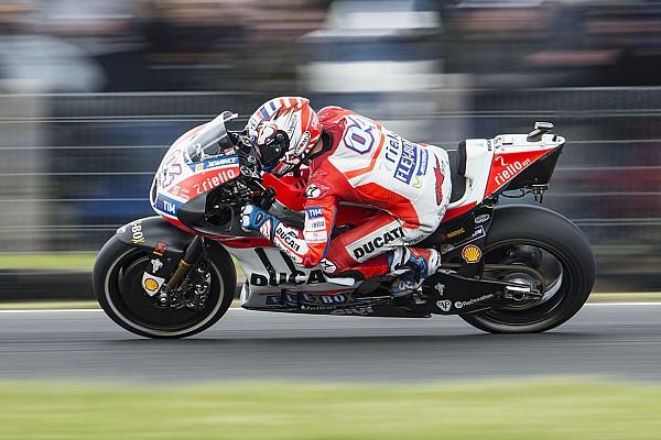 Sepang, Libere 1: Dovizioso parte forte, Marquez quinto. Rossi solo 12°
