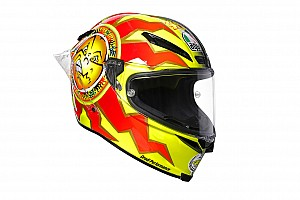 Fotogallery: Valentino Rossi in pista a Sepang con il casco degli esordi