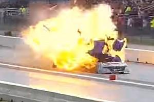Video: Gewaltige Explosion bei Dragster-Rennen in New England